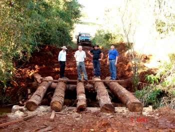 Ponte na estrada Rolândia beneficia produtores rurais