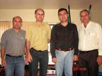Prefeito Pedro Lenadro Neto ladeado por vice Paulo Bessani, Prefeito de Jesuítas Junior Weiller e seu vice Osmar.