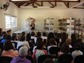 Artista apresenta conto histórico na Biblioteca Cidadã