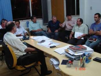 Reunião define 11,44% de recomposição salarial a servidores municipais