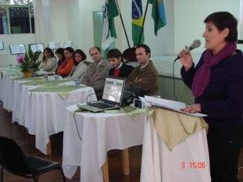 Secretária de Educação neiva Carlucci Rodrigues