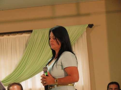 Cantora Débora, Canta em homenagem ao Prefeito Pecinha