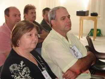 Vice-prefeito Paulo Rodrigues Bessani e sua esposa Luzia Bessani participaram da conferência