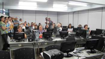 Administração de Nova Aurora entrega laboratórios Proinfo