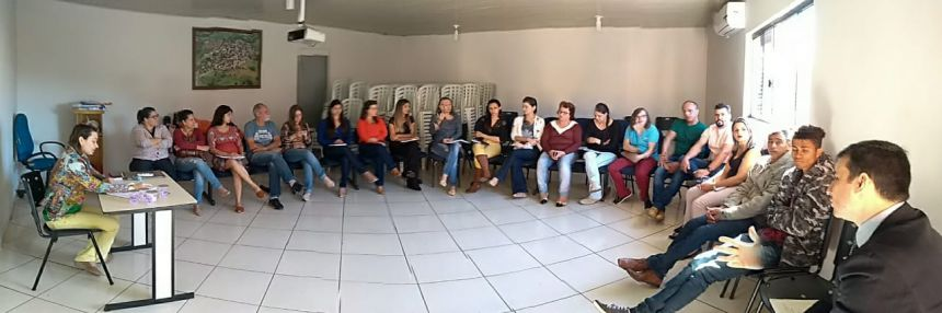 PROMOTOR DE JUSTIÇA REALIZA REUNIÃO NO MUNICIPIO DE GODOY MOREIRA