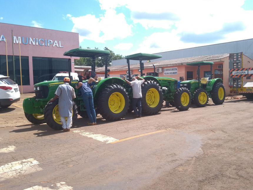 A administração Municipal de Godoy Moreira, está entregando para a população diversos veículo e equipamentos:
