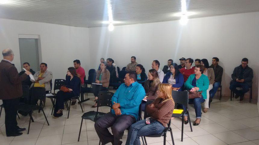 PREFEITO REALIZA REUNIÃO COM SECRETÁRIOS E DIRETORES DEPARTAMENTO