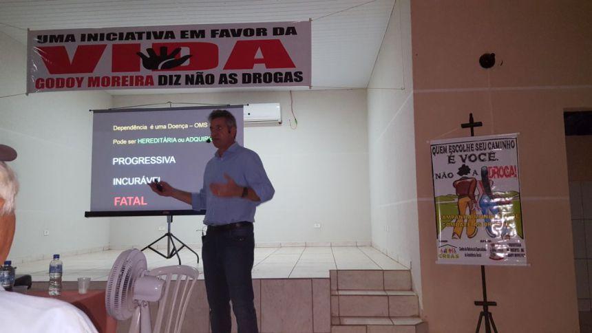 PALESTRA SOBRE A CONSCIENTIZAÇÃO DO USO DE DROGAS É REALIZADO EM GODOY MOREIRA