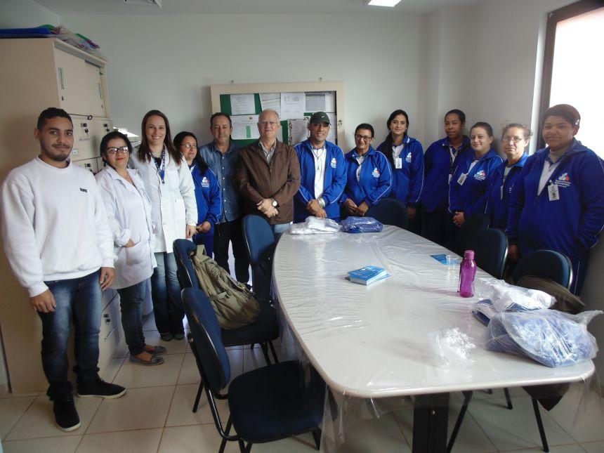 AGENTES DE SAÚDE RECEBEM UNIFORMES EM GODOY MOREIRA