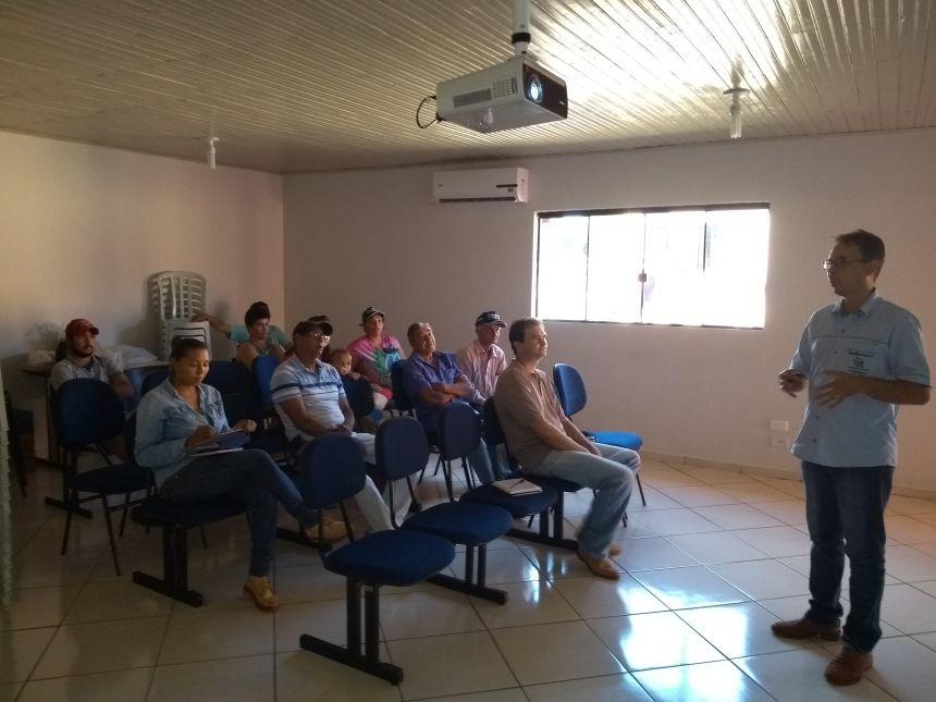 REUNIÃO TÉCNICA COM PRODUTORES DE MORANGO EM GODOY MOREIRA