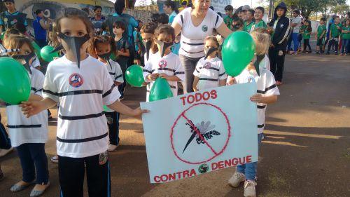PASSEATA CONTRA A DENGUE MOBILIZA SAÚDE E SECRETARIA DE EDUCAÇÃO DE GODOY MOREIRA