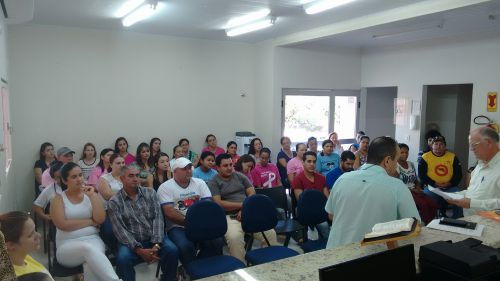 PREFEITO ZEZINHO REALIZA REUNIÃO COM SERVIDORES DA SAÚDE