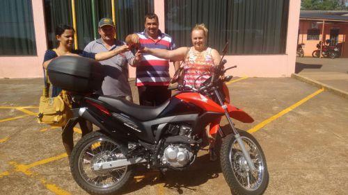 PREFEITURA ENTREGA MOTOCICLETA 0 KM PARA A SAÚDE DE GODOY MOREIRA