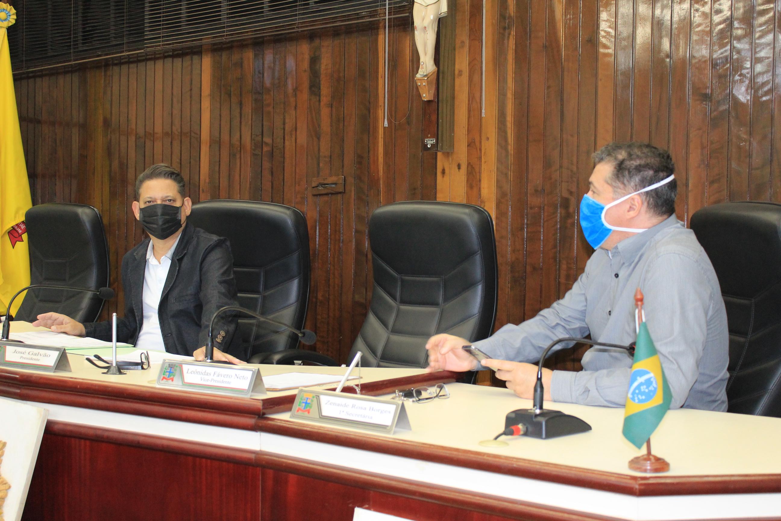 O projeto foi votado remotamente, com exceção do presidente Galvão e do vereador Leônidas, conhecedor da área