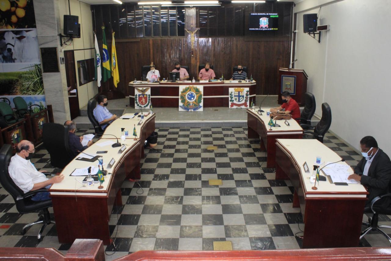 Parlamentares aprovam propostas em sessão