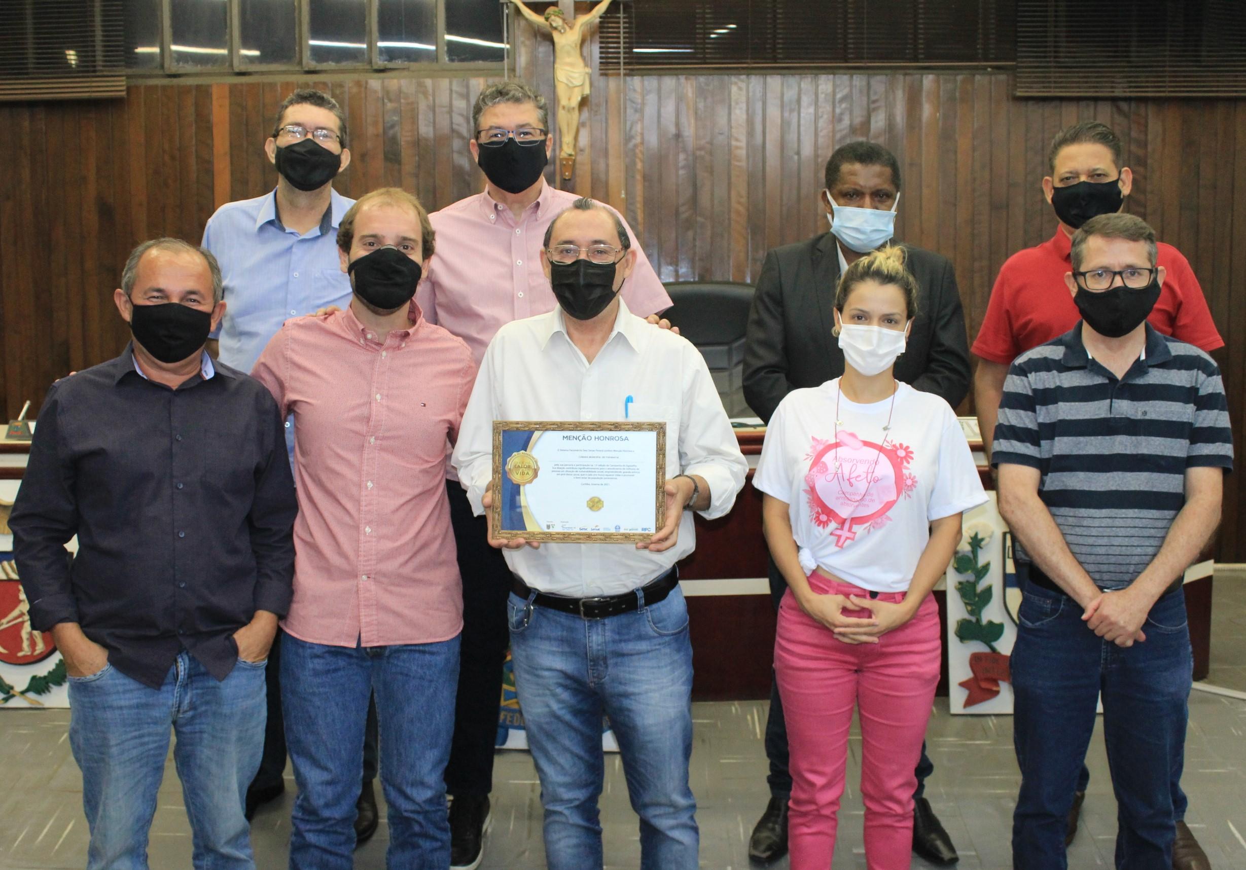 """Câmara de Paranavaí recebe """"menção honrosa"""" por participação na Campanha do Agasalho"""