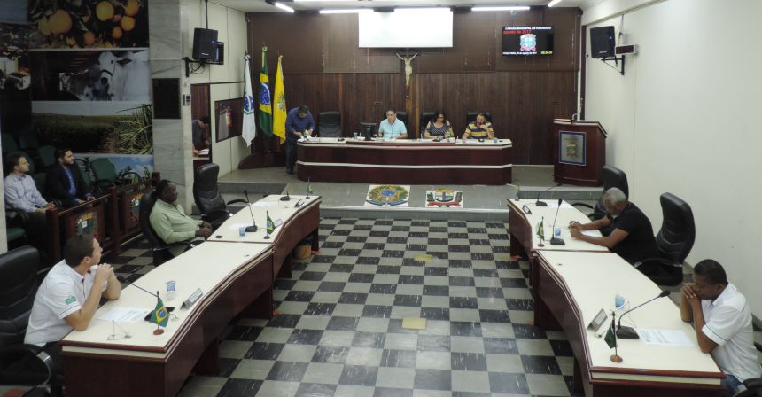 Legislativo tem sessões extraordinárias para votar projetos do Executivo