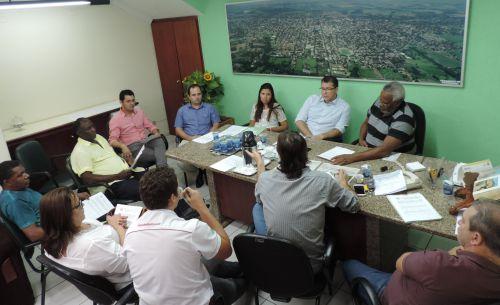 Integrantes discutem projetos da ordem do dia