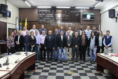 Os corretores presentes na sessão com os vereadores