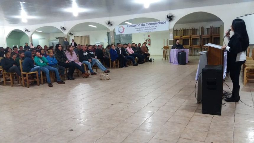 JUIZ E PROMOTOR SUBSTITUTO DA COMARCA DE NOVA AURORA REALIZAM PALESTRA SOBRE FEMINICÍDIO