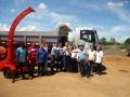 O Deputado Romanelli e o Prefeito Pedro fazem a entrega oficial do caminhão e triturador de galhos ao municipio de Guapirama