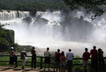 As Cataratas do Iguaçu, em Foz do Iguaçu, no Oeste do Paraná, podem ser uma das Sete Novas Maravilhas da Natureza