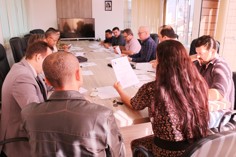 Prefeito participa de reunião da Comissão de Justiça e explica projetos de lei