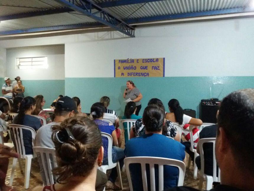 Reunião de Pais na Escola Vicente Libertato