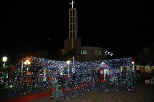 Município traz segunda edição do túnel de luz em sua decoração de natal