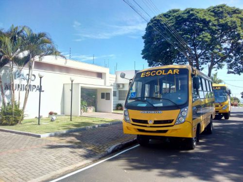 Munhoz de Mello adquire novos ônibus escolares