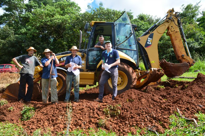 Implantação da rede de distribuição de água para a Comunidade Nova Colônia
