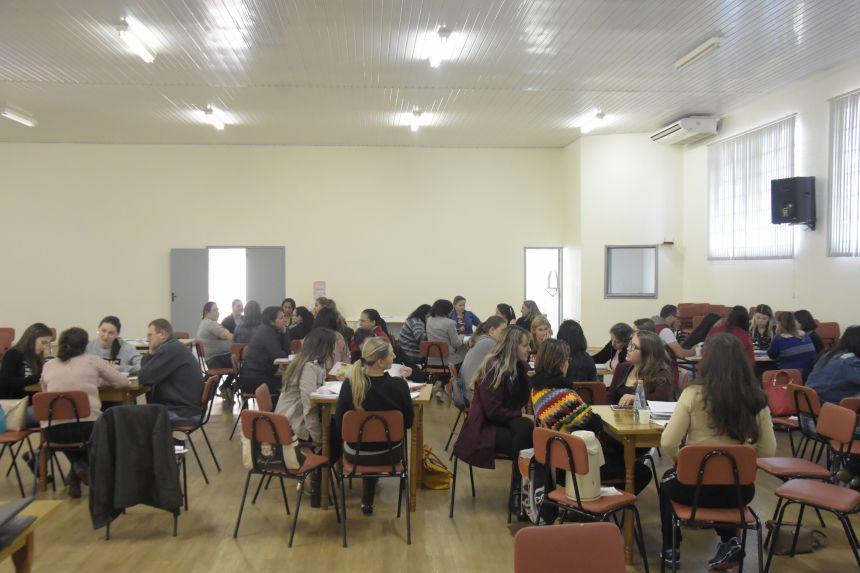 SECRETARIA MUNICIPAL DE EDUCAÇÃO REALIZA FORMAÇÃO CONTINUADA