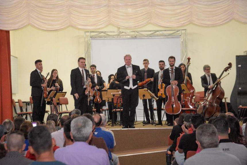 PELA PRIMEIRA VEZ CATANDUVAS RECEBE ORQUESTRA DE CÂMARA DO OESTE DO PARANÁ (show de musicas clássica, popular, tango e musicais).