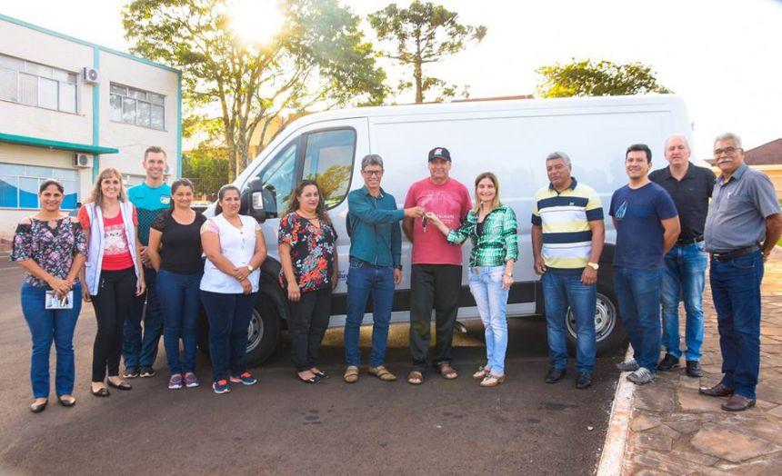 Educação do Município de Catanduvas-PR, adquire VEÍCULO NOVO para transporte de alimentação escolar - 2018