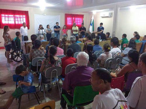 PREFEITO PROFESSOR MOISES, ENTREGA NOVO KIT DE UNIFORME ESCOLAR NA REDE MUNICIPAL DE ENSINO.