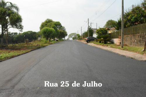 OBRAS DE PAVIMENTAÇÃO ASFÁLTICA E CONSTRUÇÃO DE CALÇADAS ESTÃO EM FASE DE CONCLUSÃO NO MUNICÍPIO.