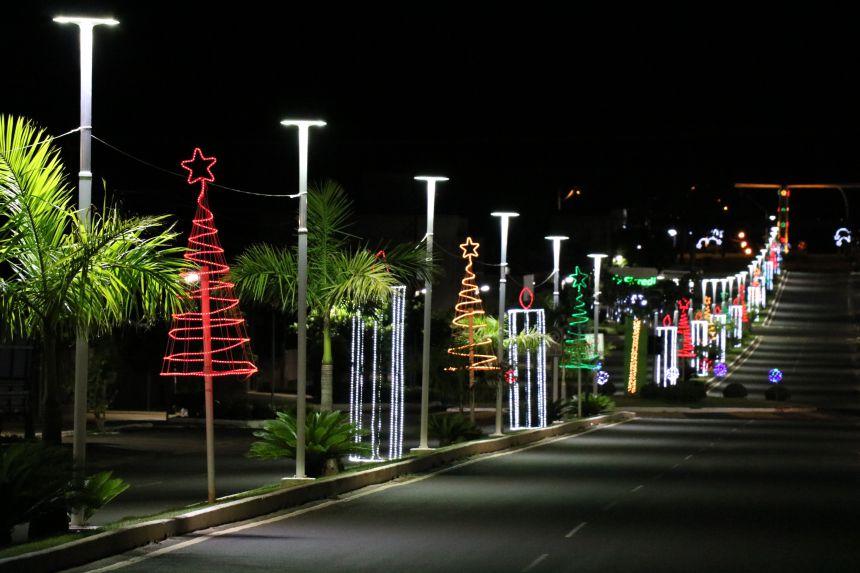 Decoração natalina encanta os moradores de Pérola