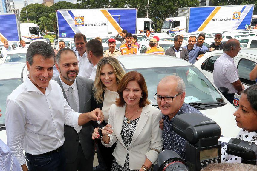 Pérola recebe veículo para Agência do Trabalhador