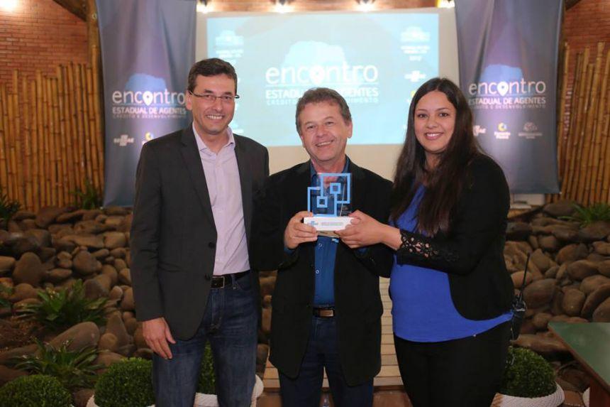Agente de Desenvolvimento de Pérola premiado como destaque no Encontro Estadual de Agentes de Crédito e Desenvolvimento promovido pela FOMENTO PARANÁ e SEBRAEPR.