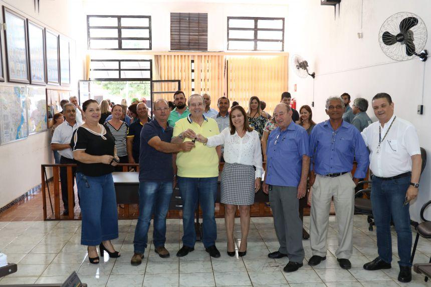 Pérola recebe 02 veículos 0 km para atendimento na Saúde e na Agricultura.