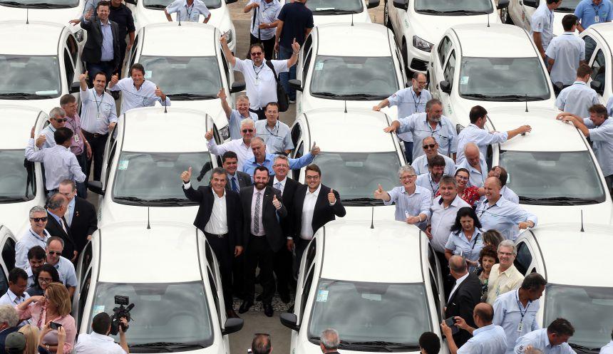 EMATER de Pérola recebe veículo novo para Assistência Técnica