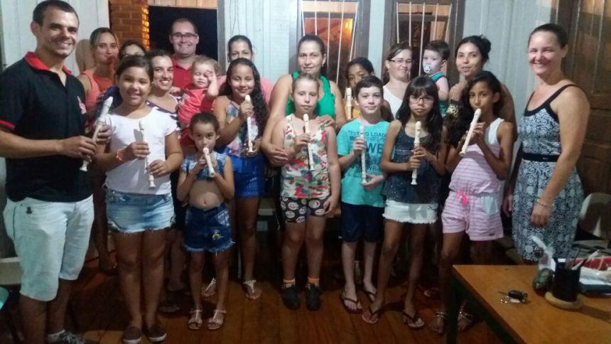 Oficina de flauta doce para os estudantes da rede municipal de ensino.