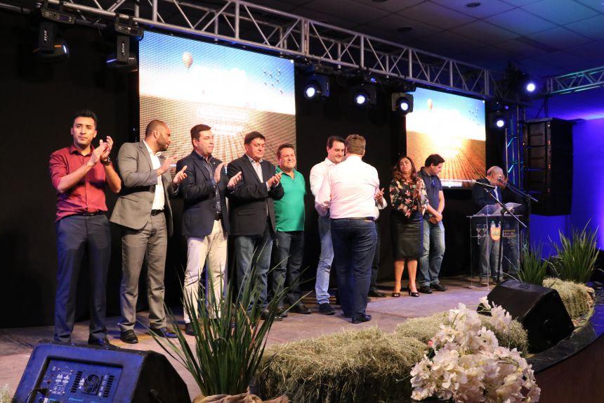 Governador Ratinho Junior lança Darlan Scalco para a presidência da AMP