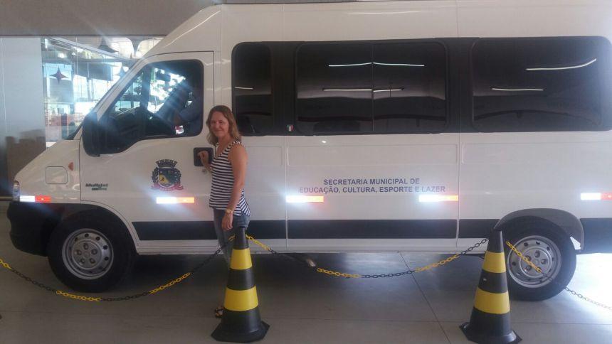 Secretaria Municipal de Educação, Cultura, Esporte e Lazer realiza compra de veículo para Educação de Pérola.