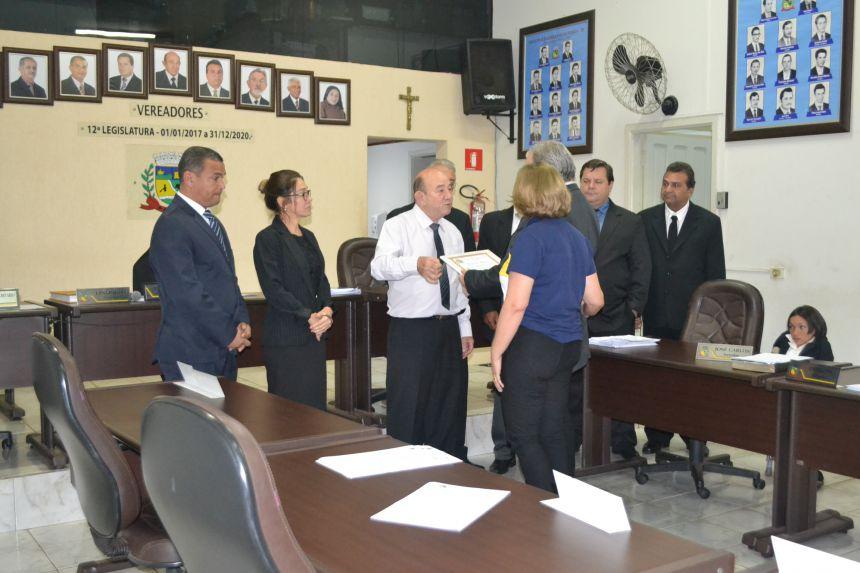 Câmara Municipal de Pérola homenageia Lions Clube