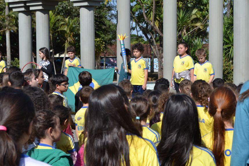 Momento Olímpico na Escola Municipal de Pérola.