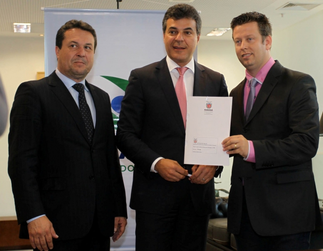 Prefeito Darlan Scalco assina convênio que garante recursos para asfalto em Pérola