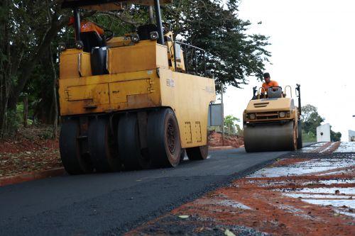 Mais sete ruas recebem asfalto em Pérola