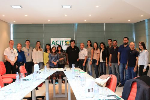 Representantes da Indústria e Comércio de Pérola visitam ECT de Toledo