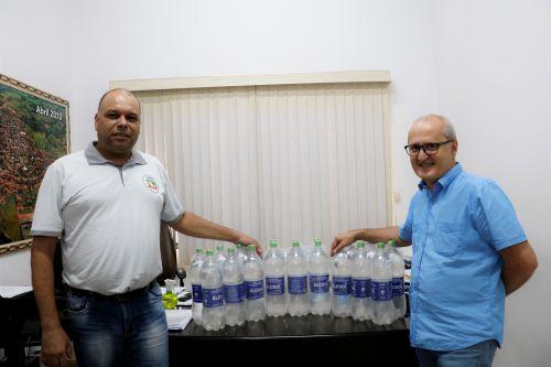 Pérola recebe doação de álcool 70º da Defesa Civil.